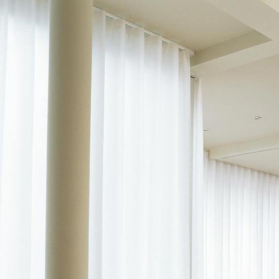 Bay window curtain track corded